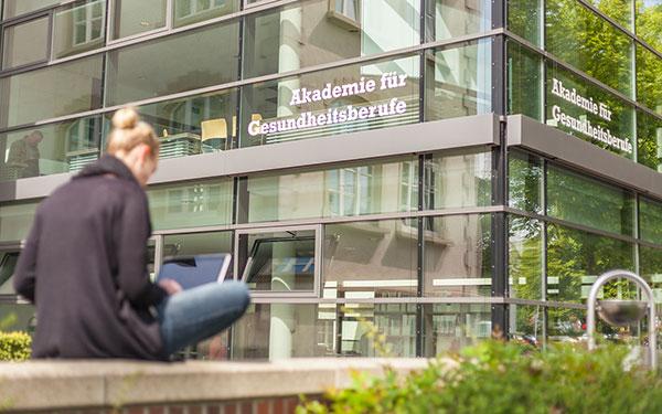 Wissenschaftliche Entwicklung der Effizienz im Krankenhaus am Institut für Workflow-Management im Gesundheitswesen